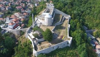 Travnik: Migranti opljačkali džamiju, sportski klub i privatnu kuću